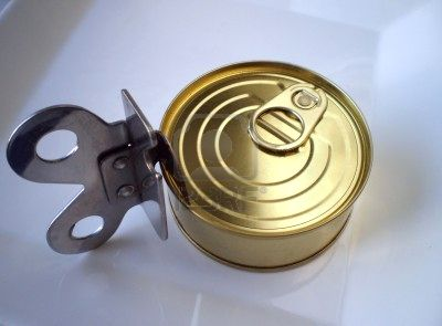 5185018-close-up-view-of-a-tuna-can-and-a-can-opener